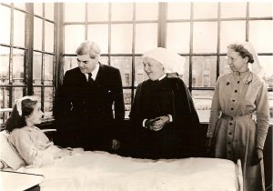 Anenurin_Bevan,_Minister_of_Health,_on_the_first_day_of_the_National_Health_Service,_5_July_1948_at_Park_Hospital,_Davyhulme,_near_Manchester_(14465908720)